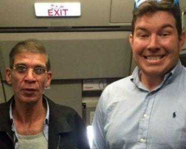 Refém Tira Fotografia Ao Lado De Sequestrador De Avião Com Cinto De Explosivos à Cintura 1