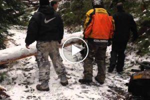 O Que Acontece Quando Grupo De Amigos Vê Árvore Caída No Caminho e Não Têm Serra Elétrica 10