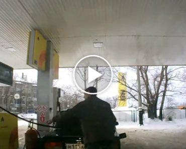 A Difícil Tarefa De Colocar Gasolina No Depósito Do Carro 7