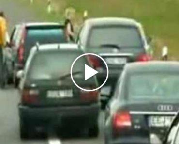 Mulher Agride Condutor Com Muleta Por Empatar o Trânsito 1