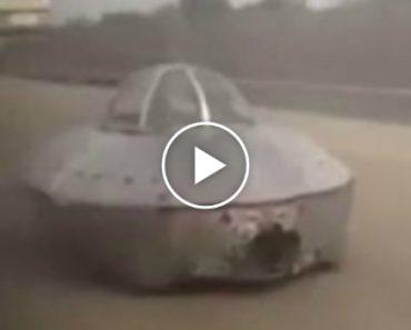 Condutor Filma Momento Em Que Avista Nave Espacial... a Circular Na Estrada!!! 5