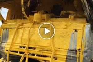 Motorista e Veículo Pesado Ficam Pintados De Amarelo Após Acidente 10