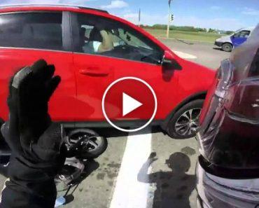Condutora Destrói Mota e Quase Atropela Motociclista Propositadamente 9