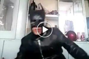 O Batman Mais Idiota De Sempre! 10