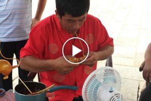 Vendedor De Rua Faz Impressionantes Esculturas Usando Apenas Açúcar Derretido 8