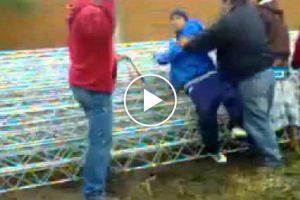 Jovens Castigados De Forma Invulgar Depois De Terem Sido Vistos a Roubar 7
