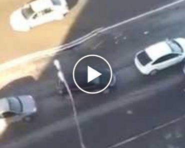 Enorme Buraco Abre-se Na Estrada Enquanto Carros Estavam Presos No Trânsito 8