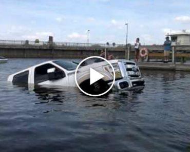 Mulher Deixa Pick-up Nova Do Marido Afundar-se No Rio 1