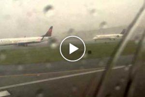 Passageiro Capta Momento Em Que Avião é Atingido Por Raio 9