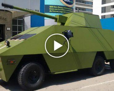 Homem Passeia Pela Rua Ao Volante De Um… Tanque De Guerra! 12