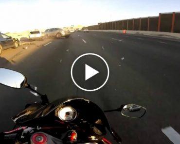 Motociclista Evita Colisão De Forma Incrível Em Autoestrada 5