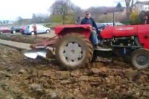 Todos Ignoraram Este Agricultor Quando Pediu Para Não Estacionarem No Terreno Dele, Agora é Tarde… 10
