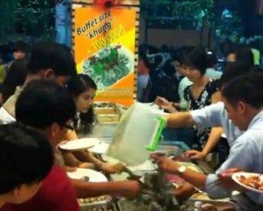 Clientes Esfomeados Comportam-se Como Selvagens Em Buffet Vietnamita 12