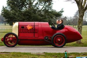 Este Carro Restaurado Tem 104 Anos, Mas é Tão Poderoso Que Até Cospe Fogo 10
