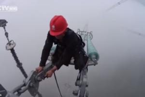 Imagens Impressionantes Mostram o Arriscado Trabalho Na Manutenção De Cabos De Alta Tensão 10