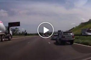 Condutor De BMW Tenta Vingar-se e Sofre As Consequências 9