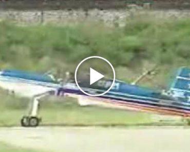 Piloto Faz Espantosas Acrobacias Mas Mais Espantosa é a Aterragem Que Faz Depois De Saltar Hélice 7