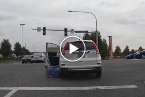 Boa Ação Termina Mal Para Idosa Que Acaba Por Ser Atropelada Pelo Seu Próprio Carro 9