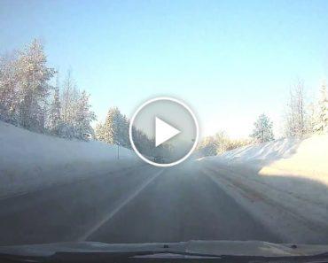 Condutor Descobre Tarde Demais a Razão Da Pequena Nuvem De Fumo Na Estrada 8
