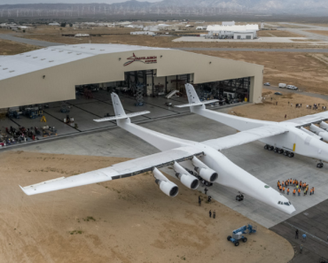 Bilionário Da Microsoft Apresentou o Maior Avião Do Mundo Com Asas De 117 Metros! 6