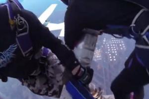 Dois Aviões Colidem Quando Paraquedistas Se Preparavam Para Saltar 9