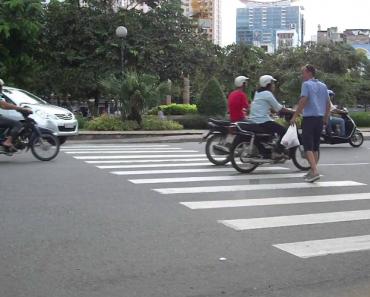 Como Se Atravessa a Rua No Vietname 2