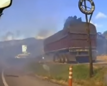 Cameraman Projetado Por Causa De Explosão De Fábrica De Fogo De Artificio 3
