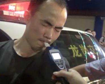 Homem Alcoolizado Finge Soprar No Bafómetro De Forma Ridícula Para Enganar Os Polícias 4