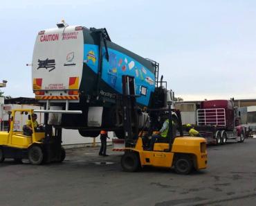 Como Se Descarrega Um Camião Do Lixo Sem Usar Rampas 7