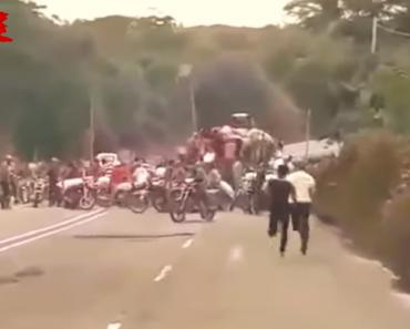 Transporte De Açúcar é Saqueado Pela População Venezuelana Revelando a Dimensão Da Fome 7