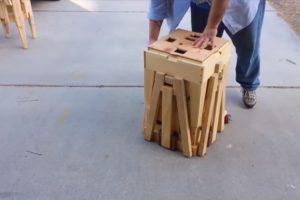 O Pequeno Caixote De Madeira Que Se Transforma Numa Mesa e 4 Cadeiras De Forma Genial 12