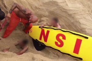 Brincadeira Com Buraco Na Praia Da Nazaré Quase Acaba Mal Para Jovem 9