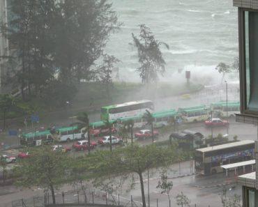 Alerta Máximo. O Poder Das Ondas Provocadas Pelo Tufão Hato 7