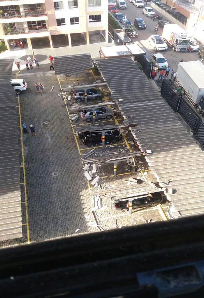 Parque De Estacionamento Fica Destruído Após Idoso Tentar Retirar Carro Do Vizinho 2