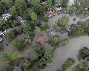 Após Furacão Harvey, a Devastação Em Houston Filmada Por Um Drone 3