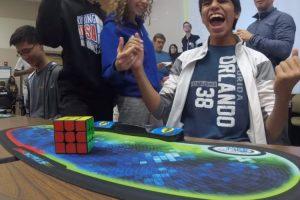 Momento Em Que Um Jovem Estabelece o Novo Recorde Mundial Do Cubo De Rubik... 4,69 Segundos! 10