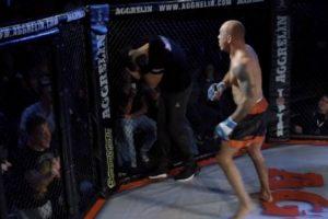 Lutador De MMA Agride Árbitro Pela Sua Demora Em Interromper Combate 9