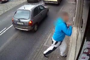 Homem Parte Montra De Loja e é Castigado De Uma Forma Que Ninguém Estava à Espera 10