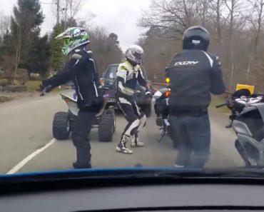 Como Um Grupo De Motociclistas Mantem-se Entretido Quando Está Preso No Trânsito 3