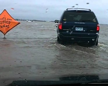 Enorme Inundação Faz Desaparecer Estrada 4