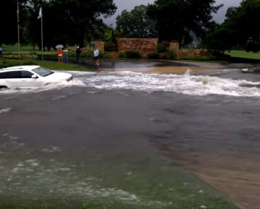 Jipe Arrastado Pelas Águas Quando Tentava Atravessar Estrada Inundada 7
