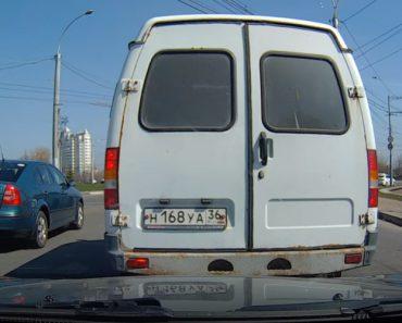 Reboque Deixa Cair Carro Durante Viagem 4