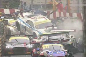 O Impressionante Choque Em Cadeia Que Envolveu 16 Carros Durante FIA GT World Cup 9