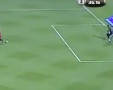 Provavelmente o Pior Penalti Da História Do Futebol 8