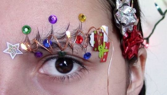 Sobrancelhas Natalícias São a Nova Tendência De Beleza Nas Redes Sociais 10