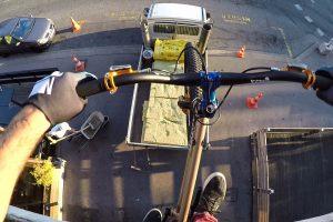 O Que Faz Um Atleta De Trial Bike Durante Uma Festa Em Sua Casa 9