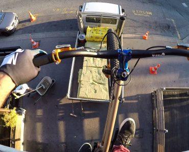 O Que Faz Um Atleta De Trial Bike Durante Uma Festa Em Sua Casa 7