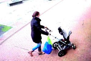 Mulher e Bebé Escapam Por Centímetros a Queda De Árvore Devido Ao Vento Intenso 10