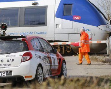 Piloto é Forçado a Parar Durante Prova Rally Por Causa De Passagem De Nível 2