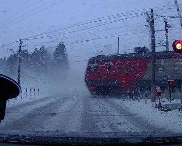 O Frio Deve Ter Afetado o Funcionamento Desta Cancela Ferroviária 1